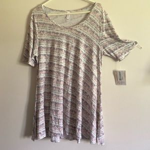 LuLaRoe L Perfect T NWT! Perfect for spring!